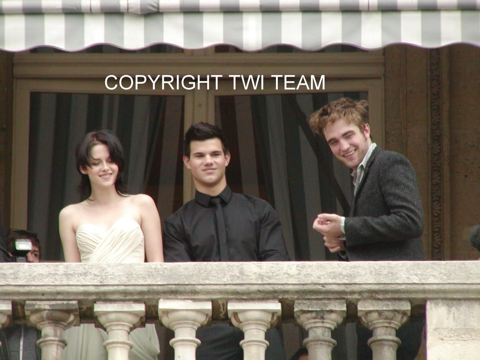 New/Old Pics Of Robert, Kristen, And Taylor In Paris November 2009