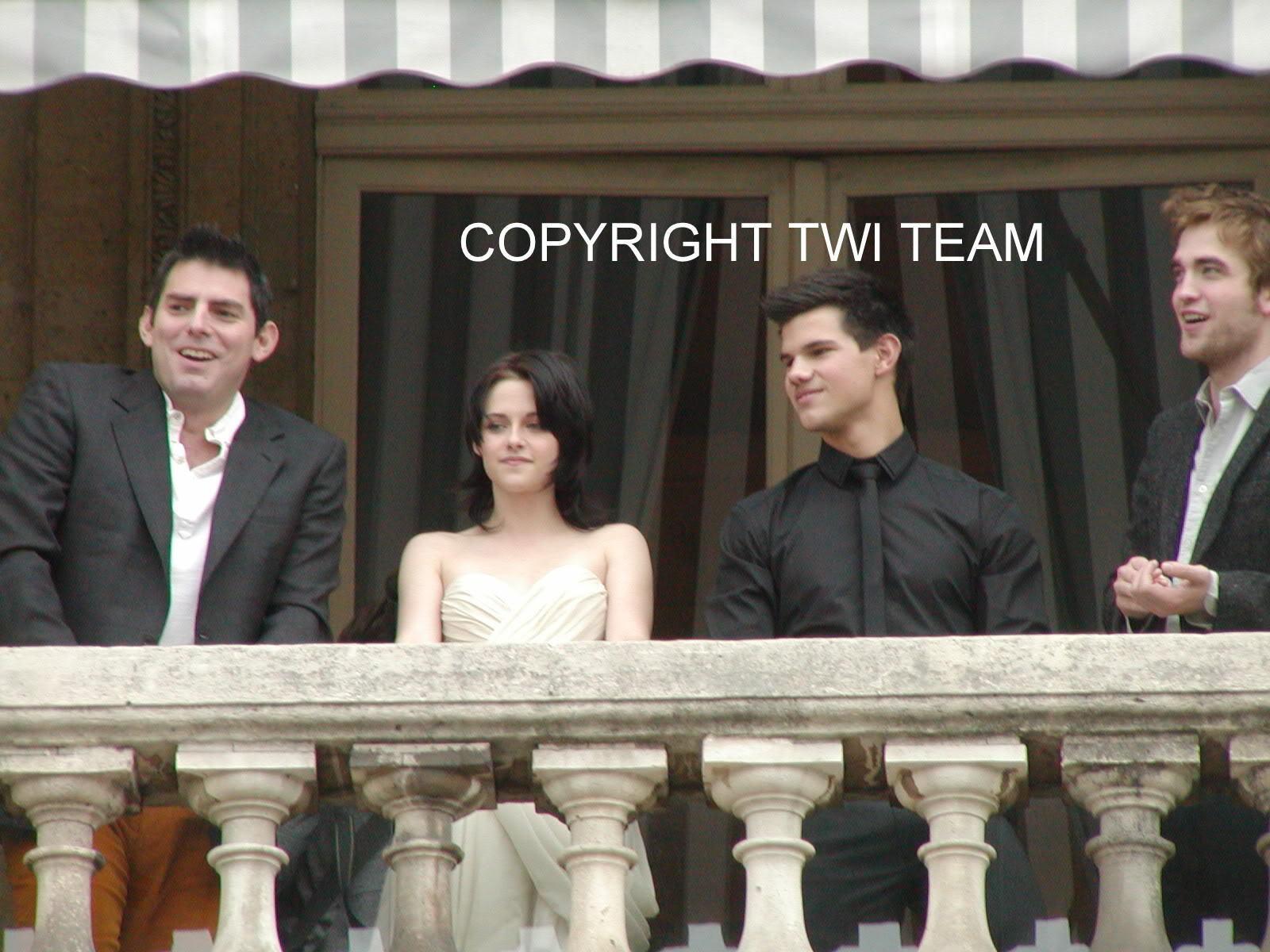 New/Old Pics Of Robert, Kristen, And Taylor In Paris November 2009