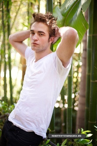 New Photoshoot Pics Of Robert Pattinson