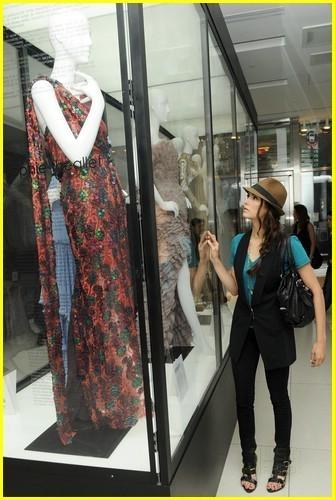 Nina Borev at Gap robe Auction