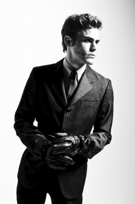 http://images2.fanpop.com/image/photos/12200000/STEFAN-the-vampire-diaries-tv-show-12254705-266-400.jpg