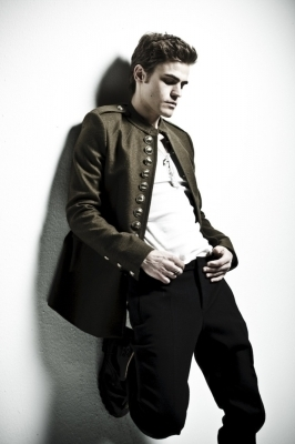 http://images2.fanpop.com/image/photos/12200000/STEFAN-the-vampire-diaries-tv-show-12254830-266-400.jpg