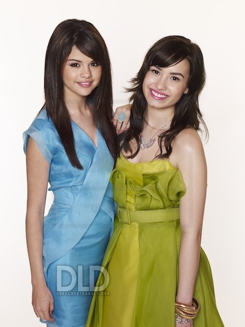 Selena and demi - selena-gomez-and-demi-lovato photo