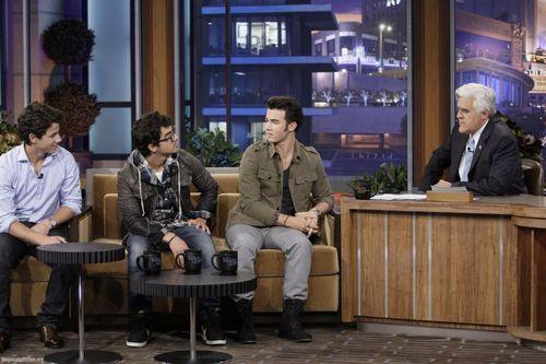 Tonight-Show-with-Jay-Leno-05-14-the-jonas-brothers