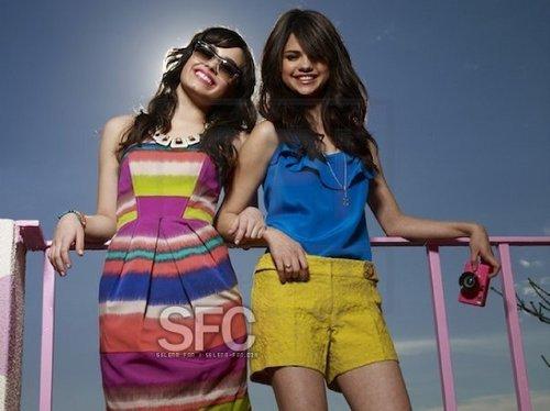 Selena Gomez et Demi Lovato fond d'écran entitled bff