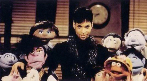 prince at the muppet tampil