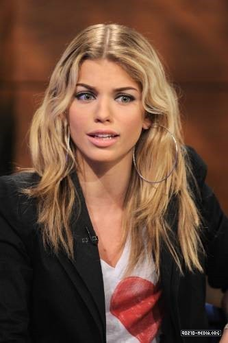 AnnaLynne McCord Visits The PIX Morning ipakita