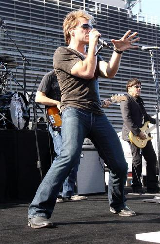 Bon Jovi's चित्रो - The वृत्त Tour 2010- Philadelphia #1