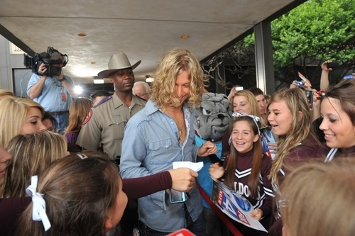 Casey James Hometown Visit