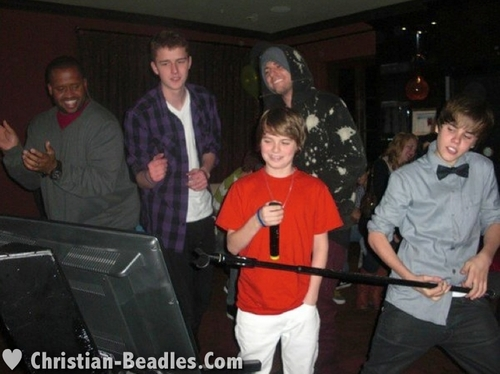 Christian Beadles & 老友记 at Justin Bieber's 16th Bday