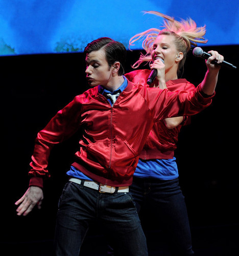 Heather and The Glee cast in konzert