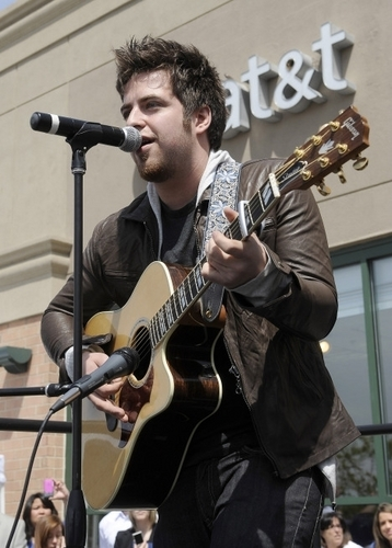 Lee DeWyze Hometown Visit