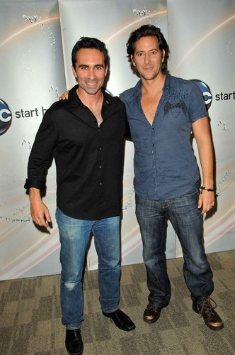 Nestor Carbonell and Henry Ian Cusik et ABC Summer Press Junket