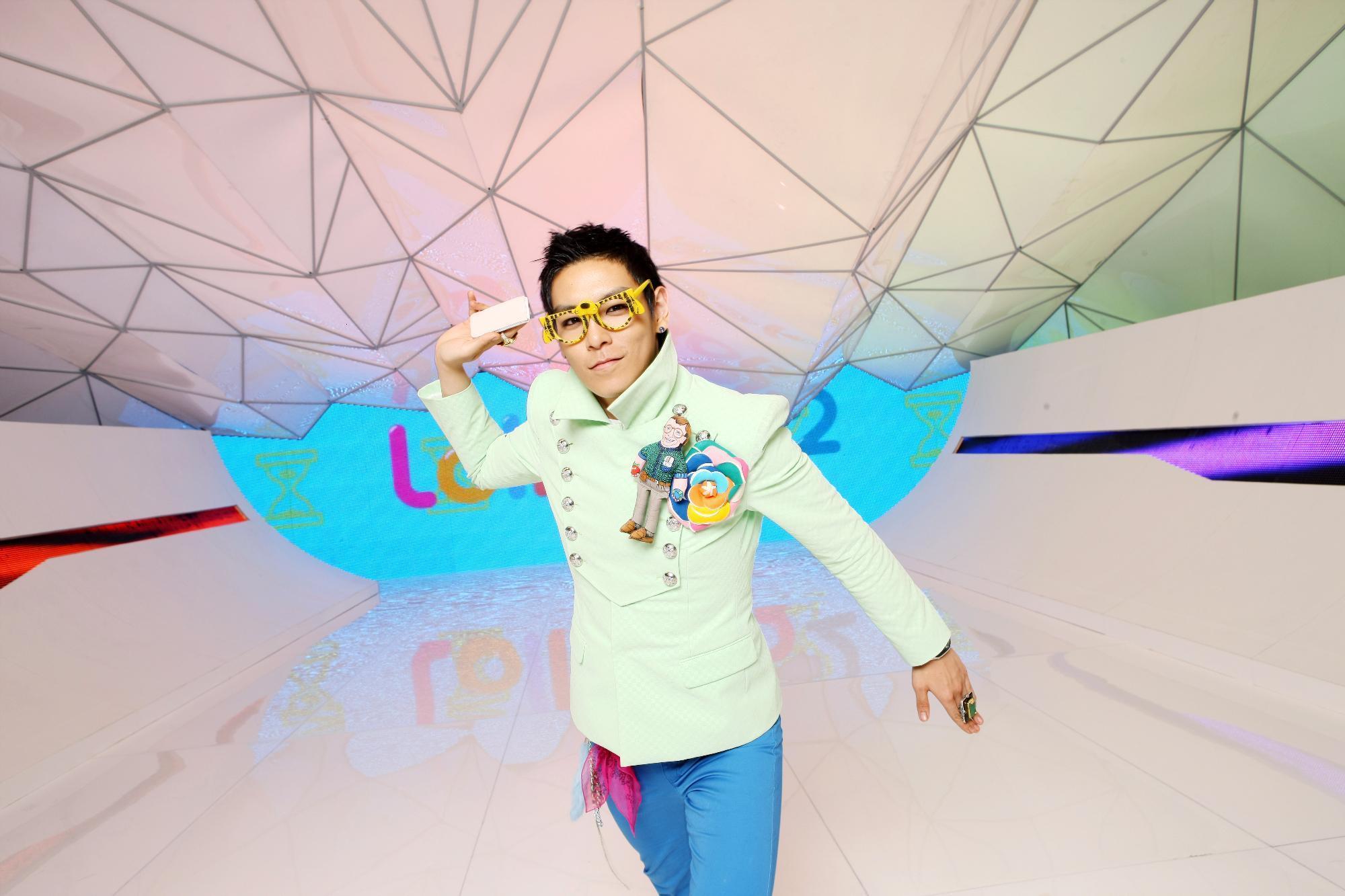 http://images2.fanpop.com/image/photos/12300000/bigbang-big-bang-12383748-2000-1333.jpg