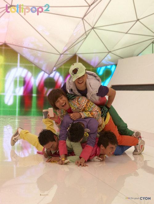 http://images2.fanpop.com/image/photos/12300000/bigbang-big-bang-12383801-500-660.jpg