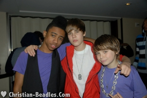 christian Beadles & फ्रेंड्स at Justin Bieber's 16th Bday