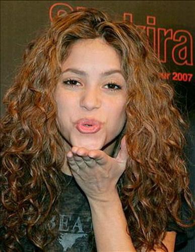 shakira kiss