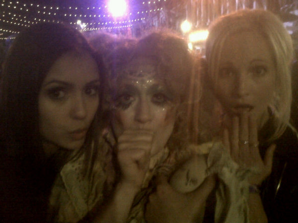 http://images2.fanpop.com/image/photos/12400000/Cast-the-vampire-diaries-tv-show-12472534-600-450.jpg
