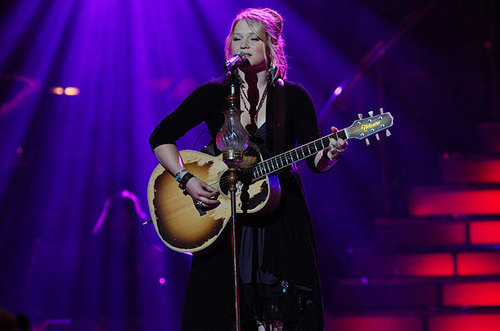 Crystal Bowersox Performing 'Me & Bobby McGee' in the 상단, 맨 위로 2