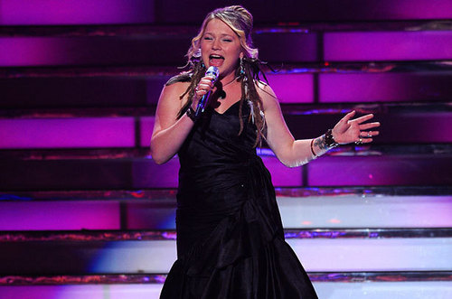 Crystal Bowersox Performing 'Black Velvet' in the 상단, 맨 위로 2