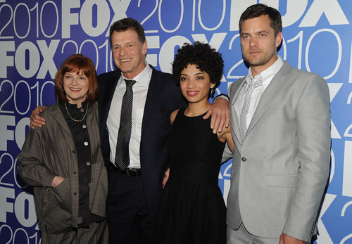 Fringe wallpaper entitled Fringe Cast - 2010 FOX Upfronts