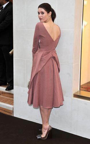 Gemma Arterton karatasi la kupamba ukuta entitled Gemma Arterton out at the Louis Vuitton party (May 25)