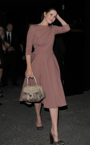 Gemma Arterton वॉलपेपर called Gemma Arterton out at the Louis Vuitton party (May 25)