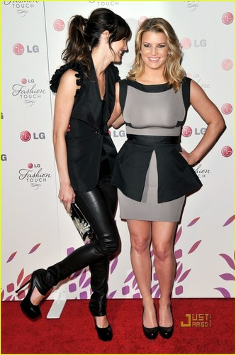 Jessica & Ashlee: Simpson Sister Party Time!