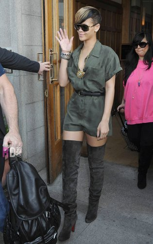 Leaving her hotel in Dublin, Ireland - May 22, 2010