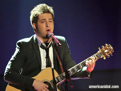 "Lee DeWyze Singing ""You're Still The One"""