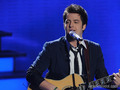 Lee DeWyze singing Hey Jude