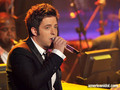 "Lee DeWyze singing ""That's Life"" - american-idol photo"