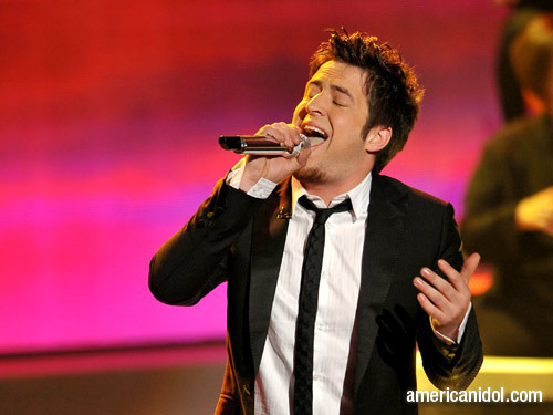 "American Idol wallpaper entitled Lee DeWyze singing ""That's Life"""