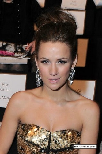 Shantel VanSanten वॉलपेपर entitled Mercedes Benz Fashion Week - Badgley Mischka Fashion दिखाना (2010)