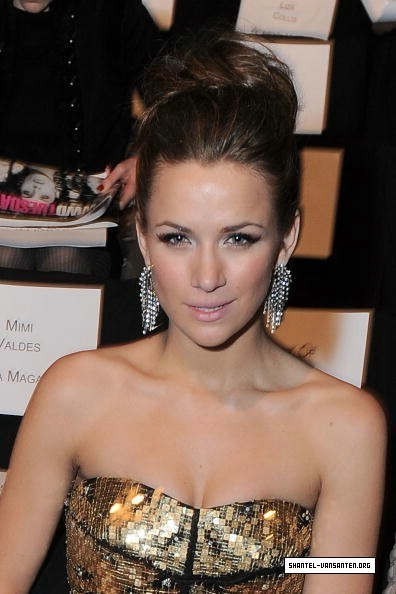 Mercedes Benz Fashion Week - Badgley Mischka Fashion दिखाना (2010)