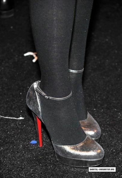 Mercedes Benz Fashion Week - Badgley Mischka Fashion 表示する (2010)