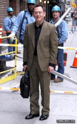 Michael arriving at the David Letterman ipakita