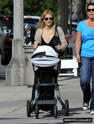 Sarah Takes a stroll with charlotte Grace in Brentwood