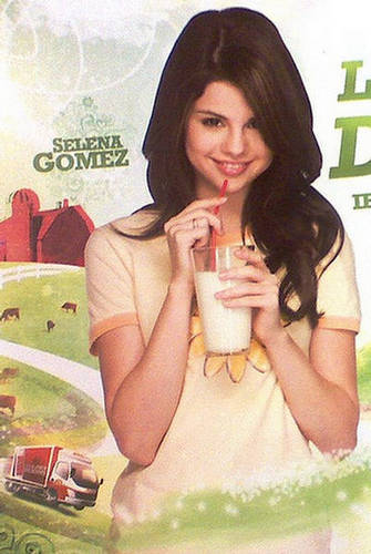 Selena Gomez Milky Photo Shop