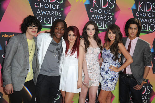 Avan Jogia wallpaper entitled Victorious Cast!