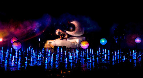 "WALL-E scene in Disneyland's new tunjuk ""World of Color"""