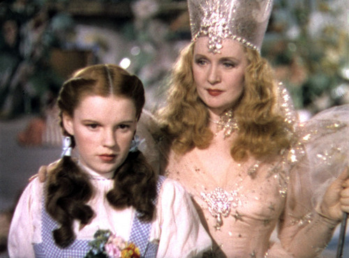 The Wizard of Oz پیپر وال titled Dorothy And Glinda