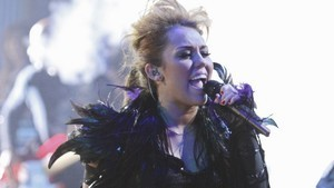 miley cant be tamed!