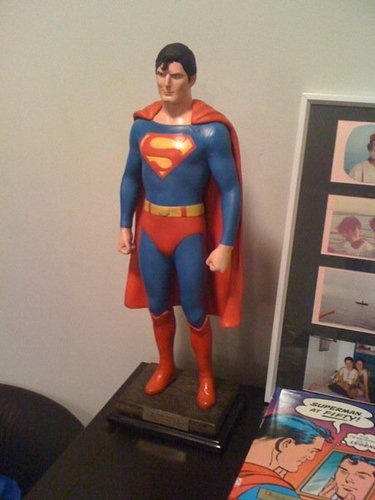 Superman Hintergrund entitled my 1/2 Custom Reeve Statue
