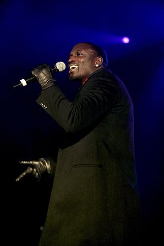* SUPERCÖÖL Akon *