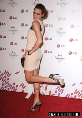 Shantel VanSanten karatasi la kupamba ukuta entitled A Night Of Fashion & Technology With LG Mobile Phones (2010)