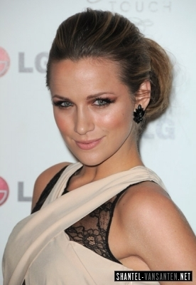Shantel VanSanten karatasi la kupamba ukuta called A Night Of Fashion & Technology With LG Mobile Phones (2010)