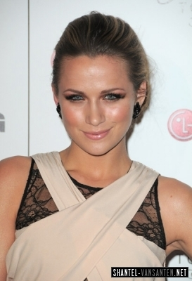 Shantel VanSanten वॉलपेपर titled A Night Of Fashion & Technology With LG Mobile Phones (2010)
