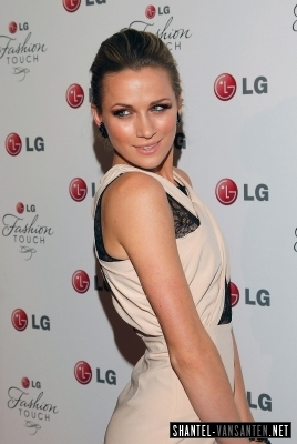 Shantel VanSanten 바탕화면 called A Night Of Fashion & Technology With LG Mobile Phones (2010)