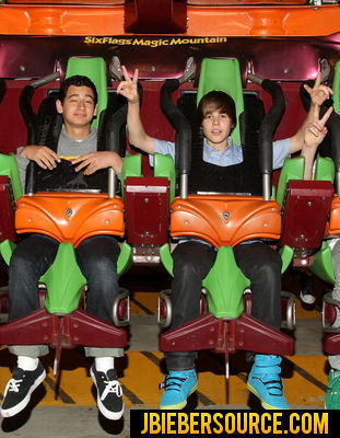 JUSTIN BIEBER AT SIX FLAGS MAGIC MOUNTAIN